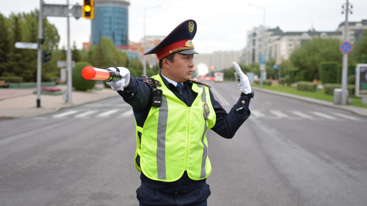 Полицейские снова с жезлами