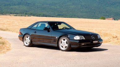 Редкий Mercedes-Benz SL c мотором 7.3 литра выставили на продажу