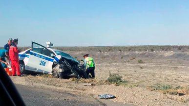 Toyota Hilux взял полицейский Volkswagen Polo на таран