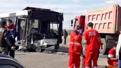 Грузовик врезался в автобус в Нур-Султане