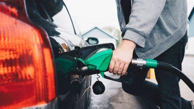 Бензин и дизель незначительно подорожали