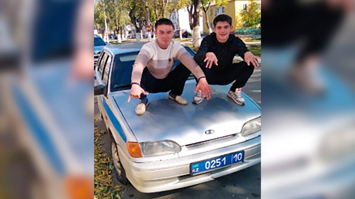 Семь суток ареста за корты на капоте полицейского авто