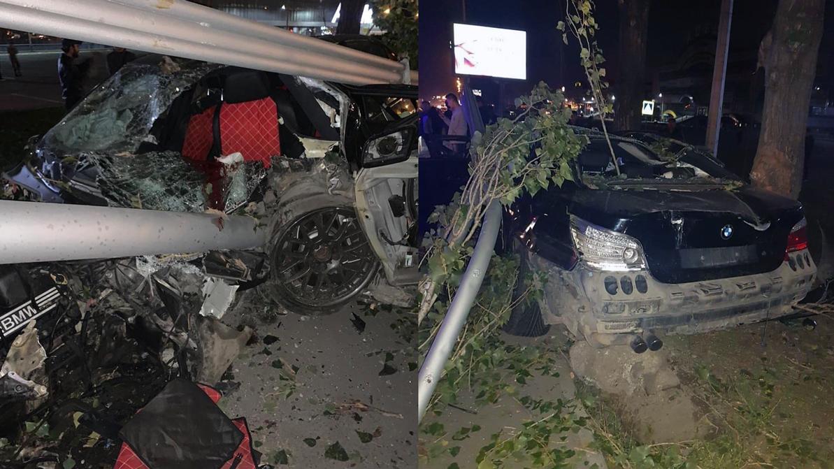 «Пятёрка» BMW влетела в столб в Алматы