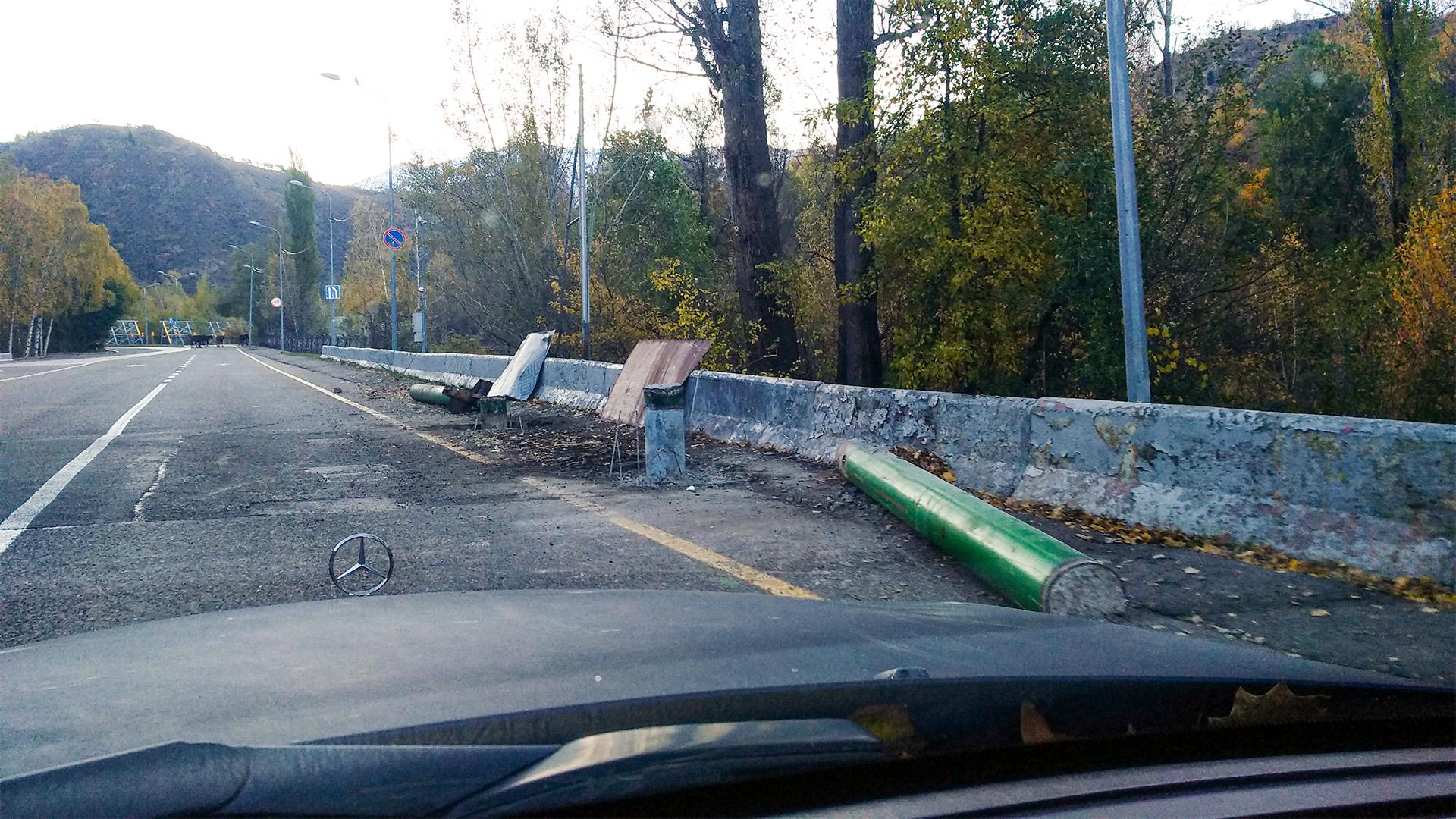 По дороге на Медеу снесли арку бывшего экопоста