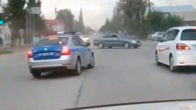 Мгновенная карма настигла водителя, «крутившего пончики» в Кордае