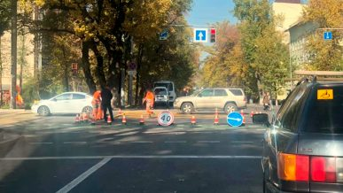 «Вафельную» разметку нанесли на одном из перекрёстков Алматы