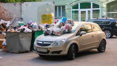 Припарковался возле мусорки – получил штраф