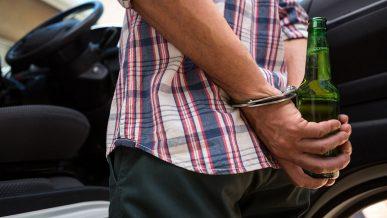 Сажать в тюрьму и лишать пьяниц прав пожизненно предложил президент РК