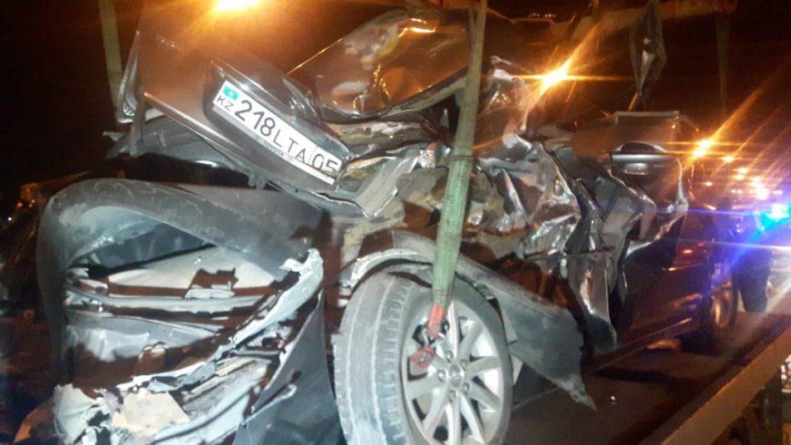 КАМАЗ протаранил Toyota Camry. Один человек погиб
