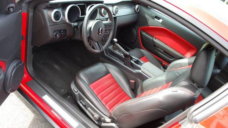 Shelby GT500, на котором ездил Уилл Смит, пустят с молотка