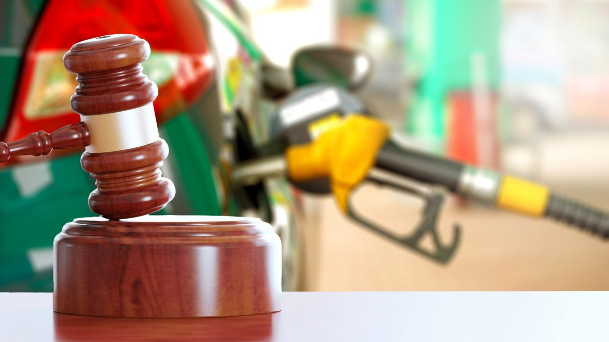 Оспорить в суде повышение акциза на бензин намерены юристы