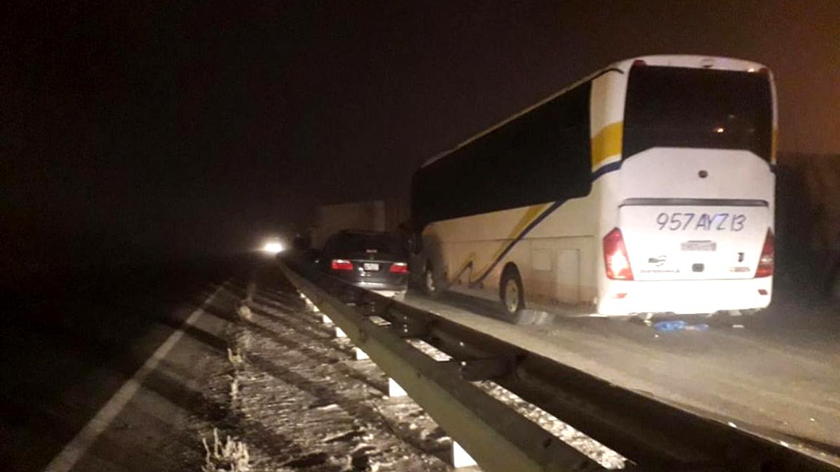 Два автобуса, КамАЗ и Honda Odyssey столкнулись на трассе в тумане