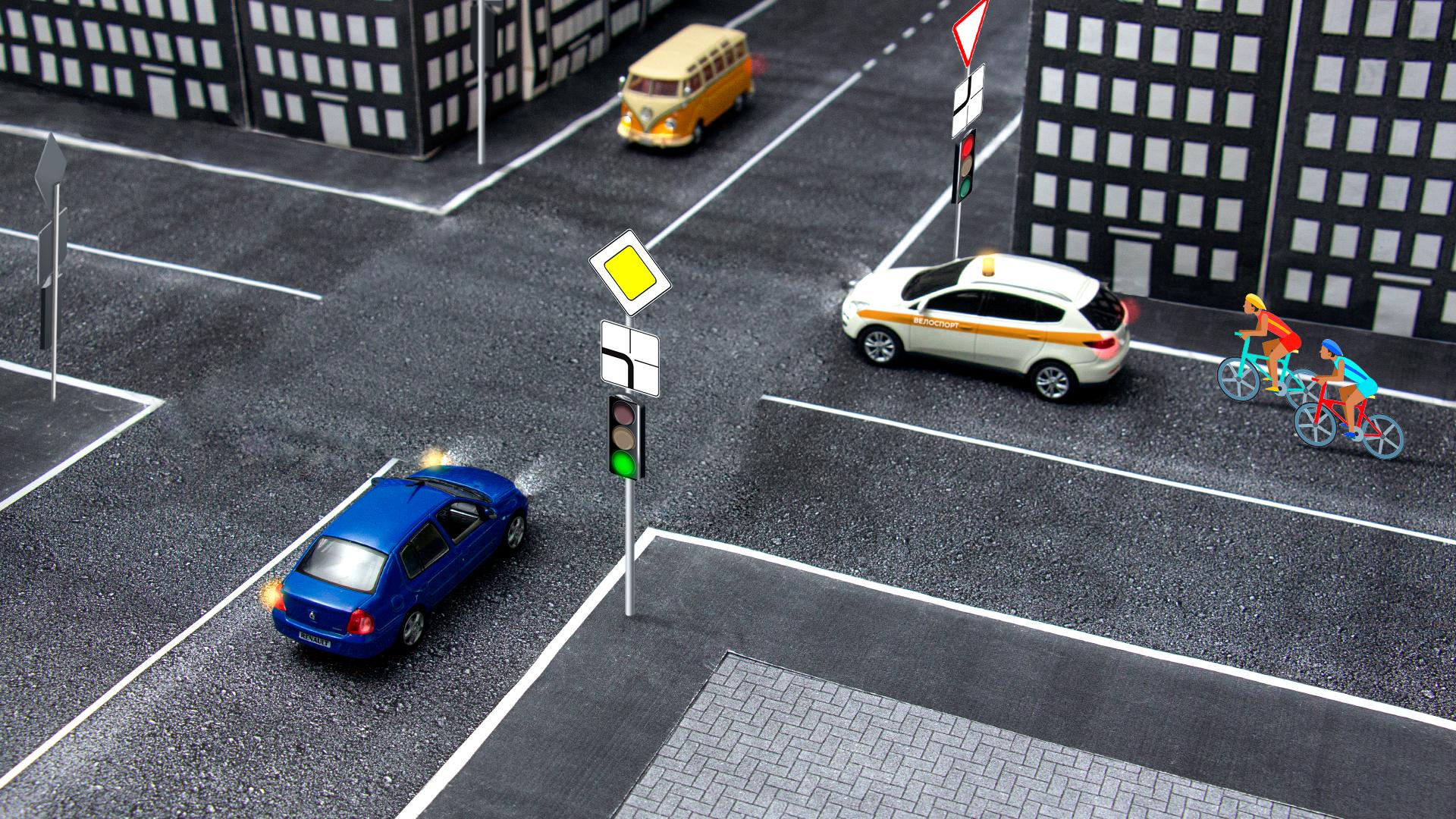 Так что главнее: светофор или знаки?