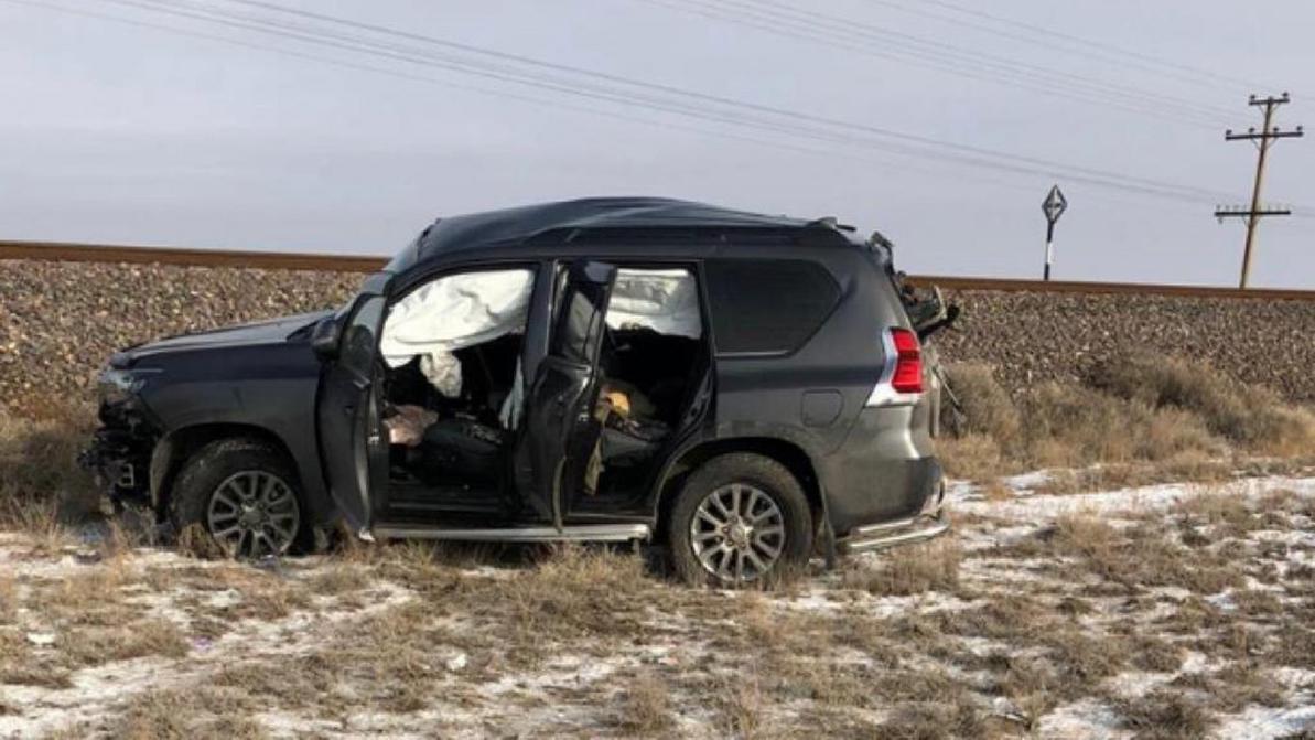 Toyota Land Cruiser Prado попал под поезд близ Балхаша