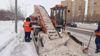 Столичных коммунальщиков оштрафовали за плохую уборку снега
