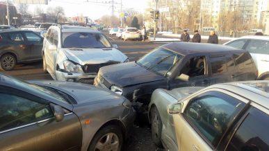 Массовое ДТП в Алматы: на улице Саина столкнулись восемь машин