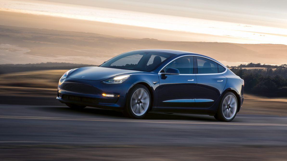 Как Tesla Model 3 стал самым массовым электромобилем