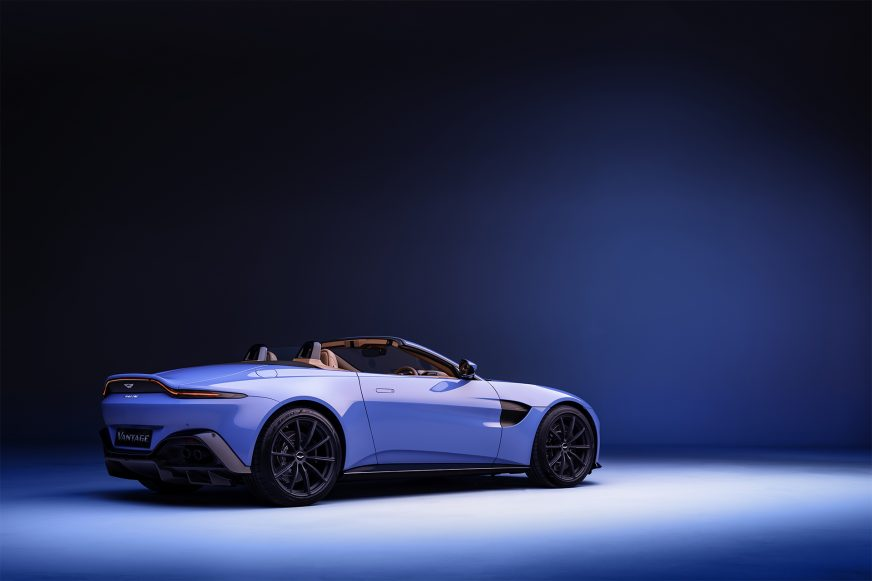 Aston Martin Vantage Roadster: не успеешь оглянуться – а крыши уже нет!
