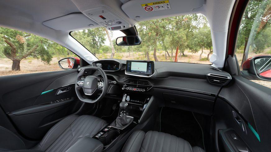 Автомобилем года стал Peugeot 208