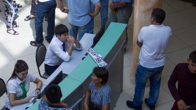 Не более 50 человек за раз запускают сегодня в казахстанские спецЦОНы