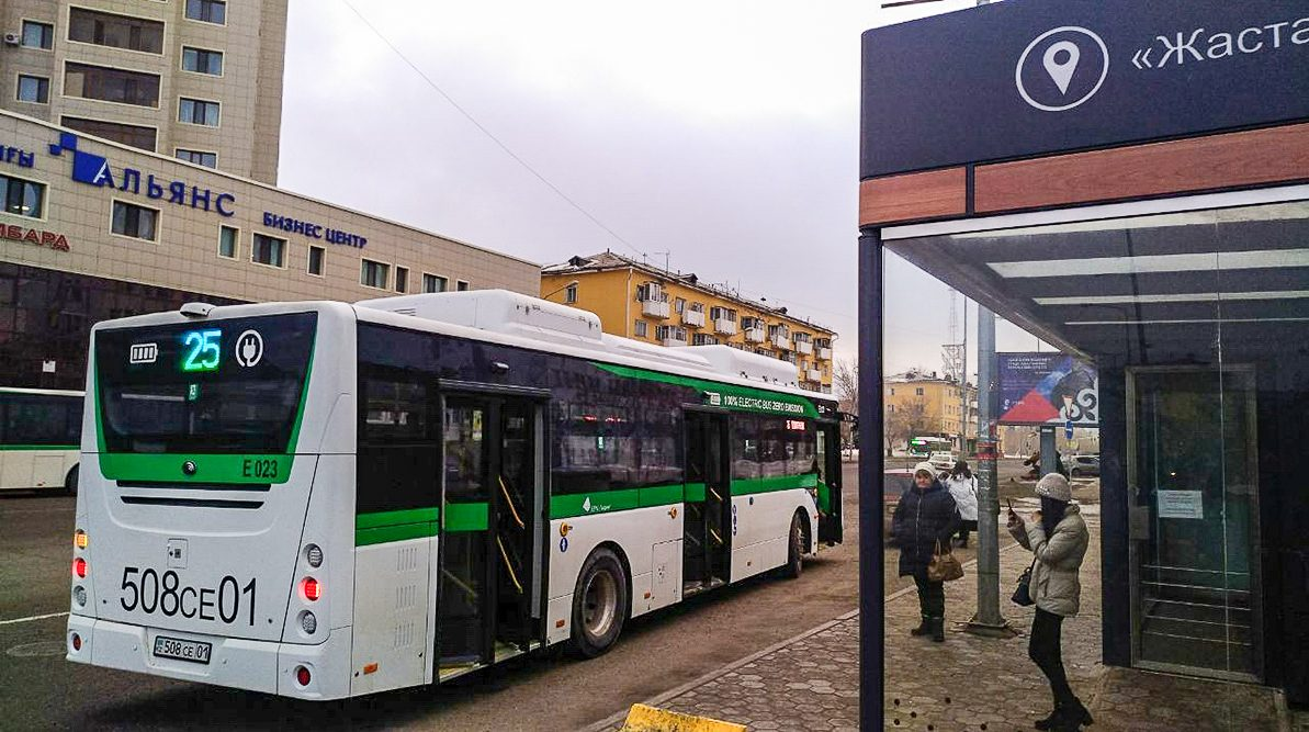 В Нур-Султане предложили остановить общественный транспорт