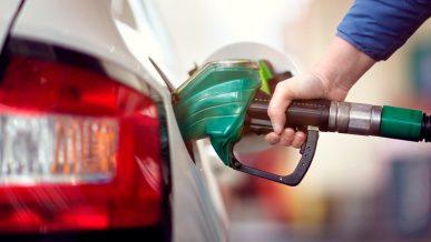 В Казахстане начало дешеветь топливо