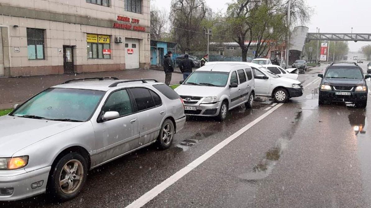 Карантин не избавил Алматы от ДТП
