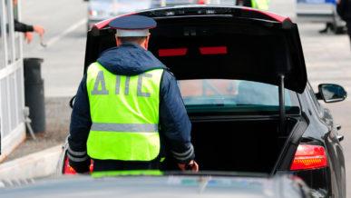 В России полицейским разрешат беспрепятственно вскрывать автомобили