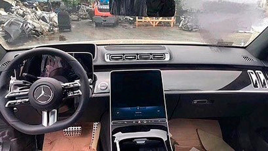 Mercedes-Benz S-Class (W223) почти без камуфляжа