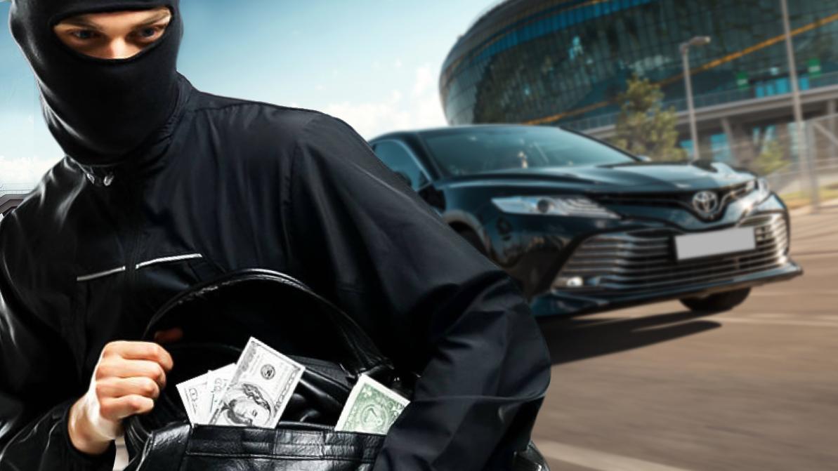 Водитель обокрал начальника, чтобы купить Toyota Camry
