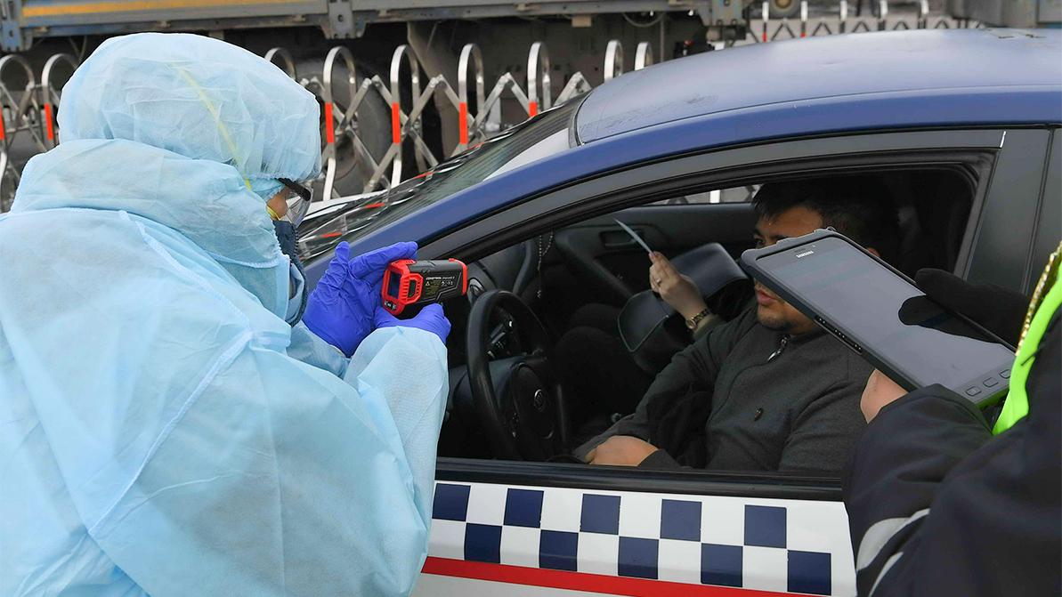 Блокпосты в Нур-Султане сняты, но у водителей и пассажиров продолжат измерять температуру