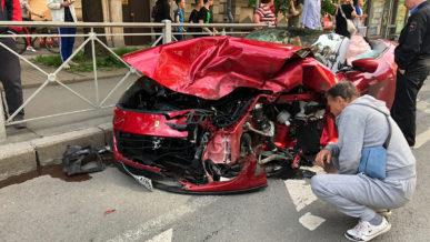 В Санкт-Петербурге столкнулись Ferrari Portofino и Volkswagen Polo