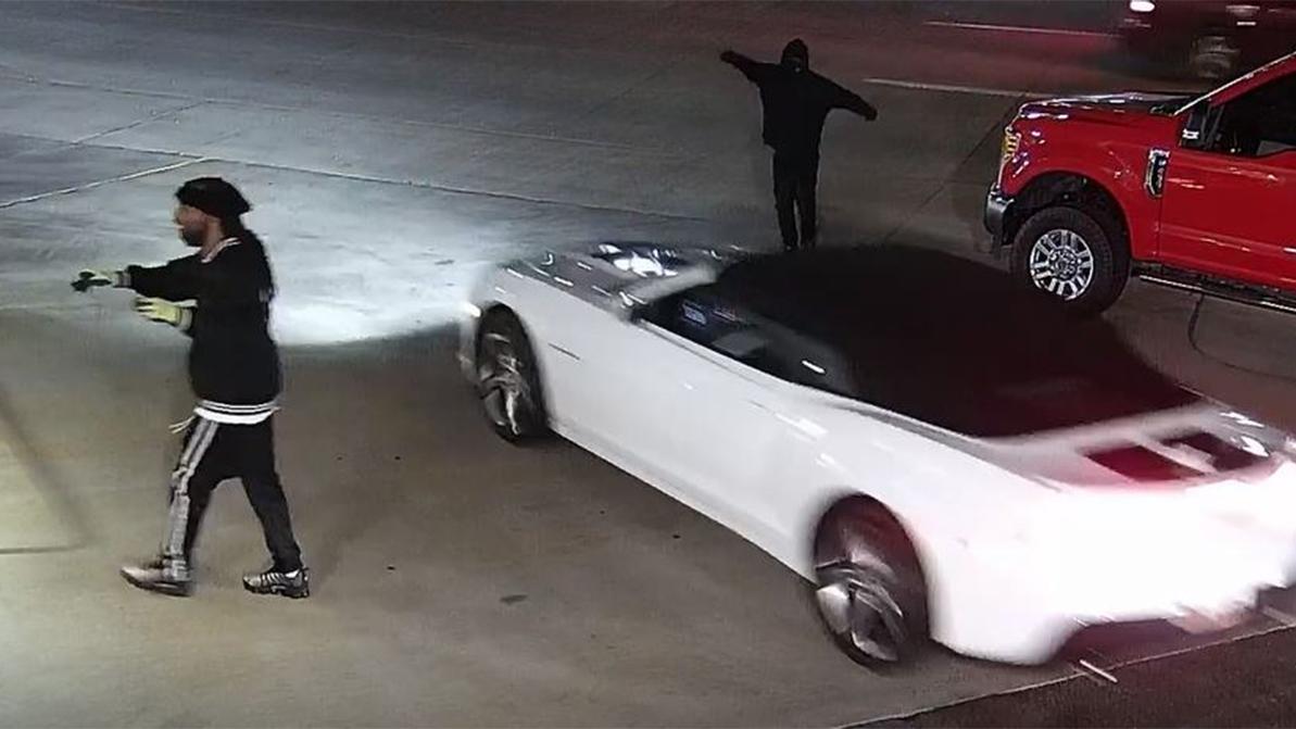 Разграбление автосалонов в США продолжается