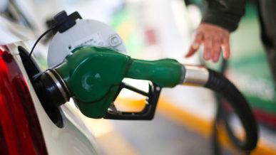 Акцизы на бензин в Казахстане предлагают повышать дважды в год