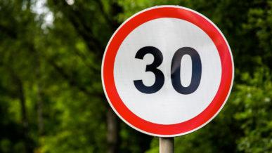 Снизить скорость в городах Казахстана до 30 км/ч предлагают активисты