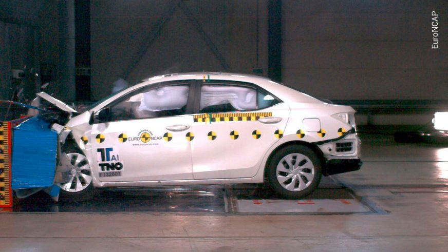 Toyota Corolla - 2013 - краш-тест